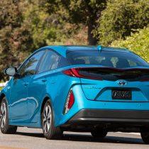 Фотография экоавто Toyota Prius Prime 2017 - фото 2