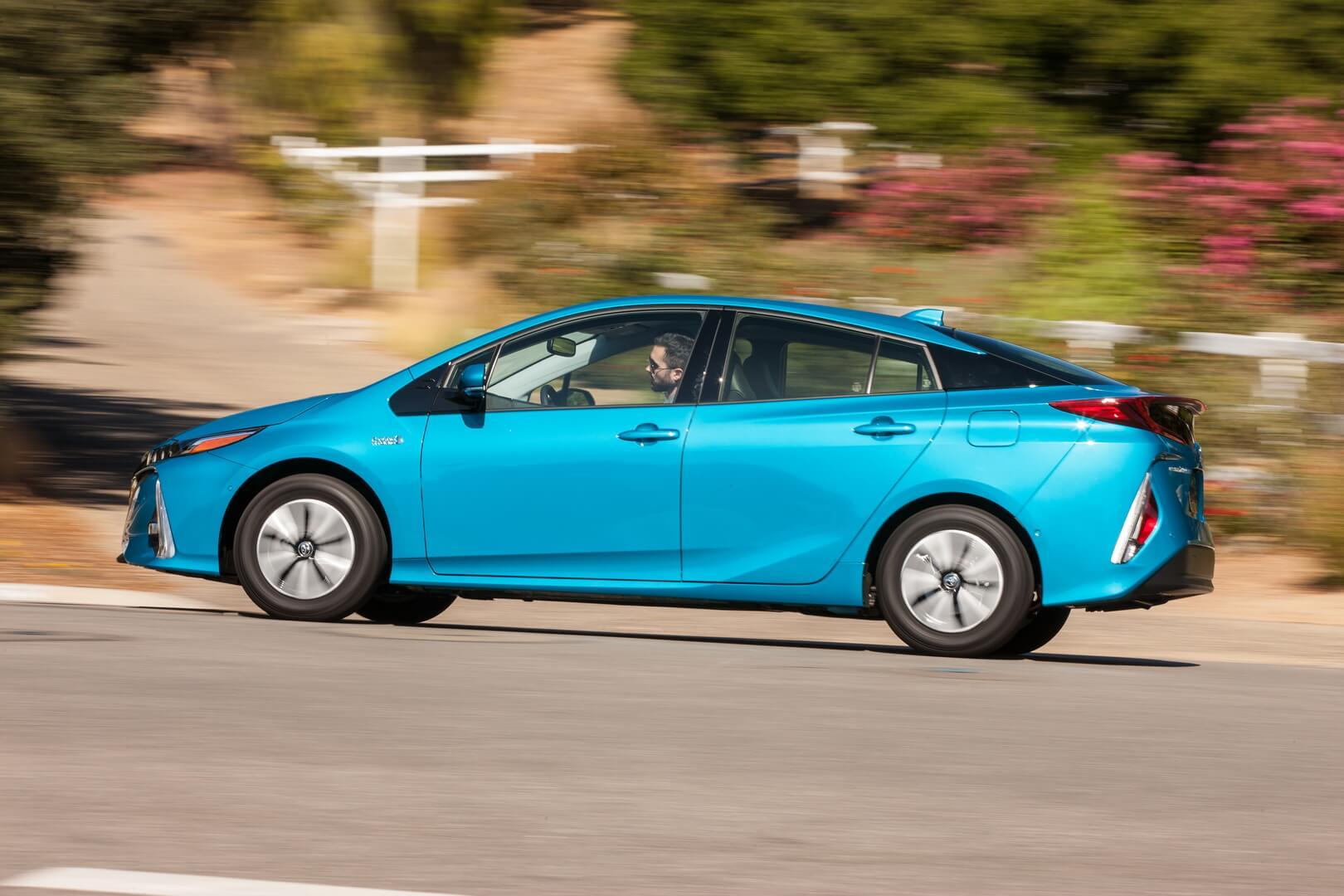 Фотография экоавто Toyota Prius Prime 2017 - фото 5