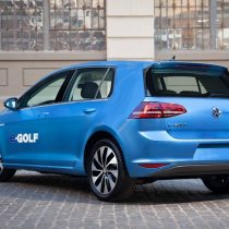 Фотография экоавто Volkswagen e-Golf 2015 - фото 3