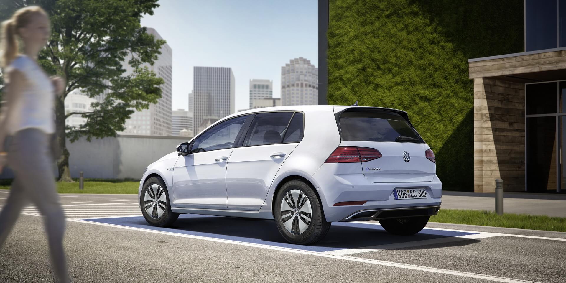 Фотография экоавто Volkswagen e-Golf 2017 - фото 11