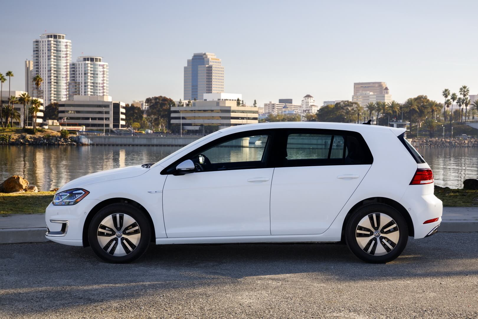 Фотография экоавто Volkswagen e-Golf 2017 - фото 17
