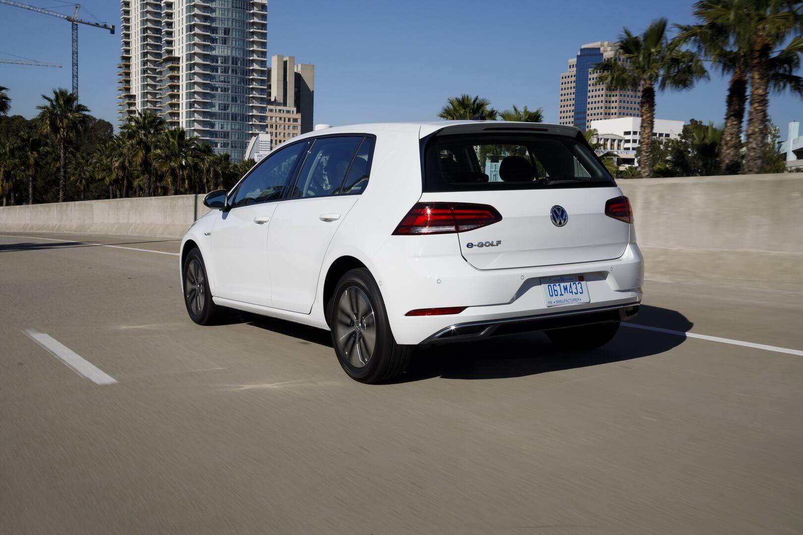 Фотография экоавто Volkswagen e-Golf 2017 - фото 21