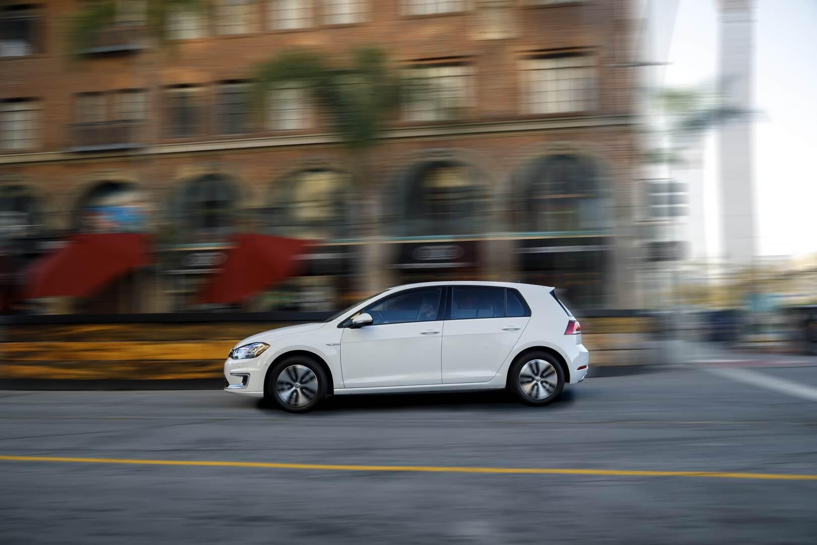 Фотография экоавто Volkswagen e-Golf 2017 - фото 23