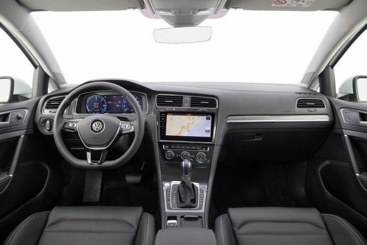 Салон и приборная панель Volkswagen e-Golf 201