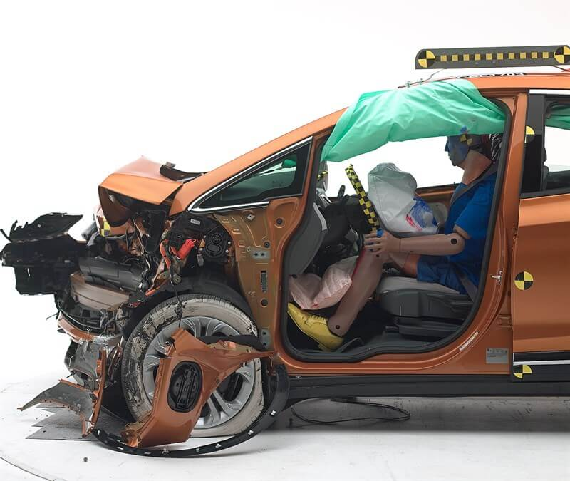 Позиция манекена по отношению к рулевому колесу и приборной панели