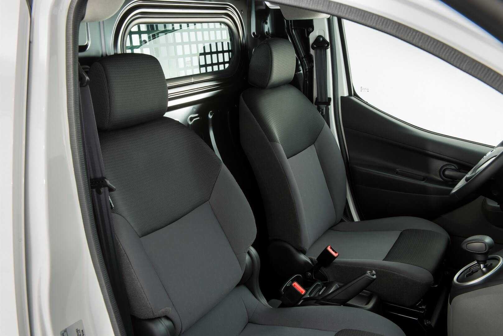 Фотография экоавто Nissan e-NV200 Combi - фото 8