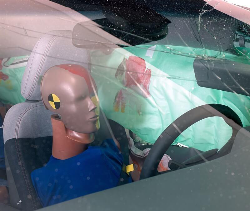 Голова водителя была защищена от попадания твердых структур боковой подушкой безопасности
