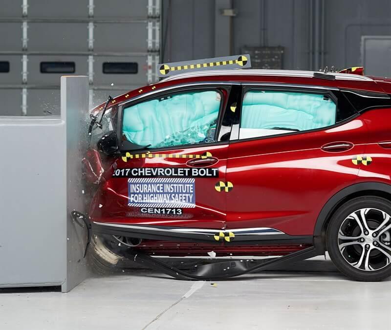 Снимок лобового краш-теста Chevrolet Bolt 201