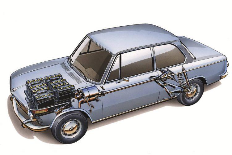 Расположение АКБ и электродвигателя в BMW 1602
