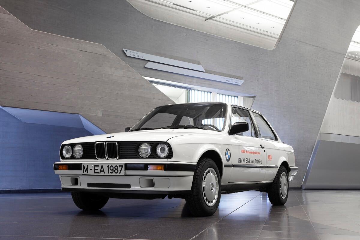 Электромобиль BMW 325iX