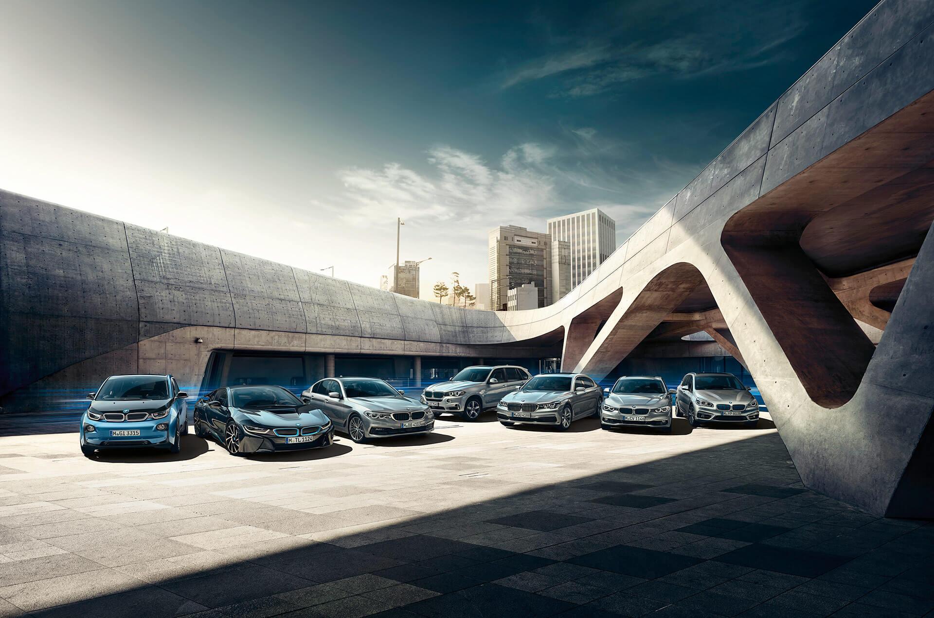 Линейка электрифицированных автомобилей BMW на текущий момент