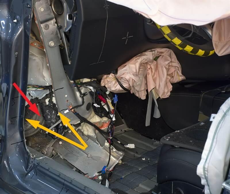 Визуально выделяется второстепенный тормозной ротор и соседний суппорт