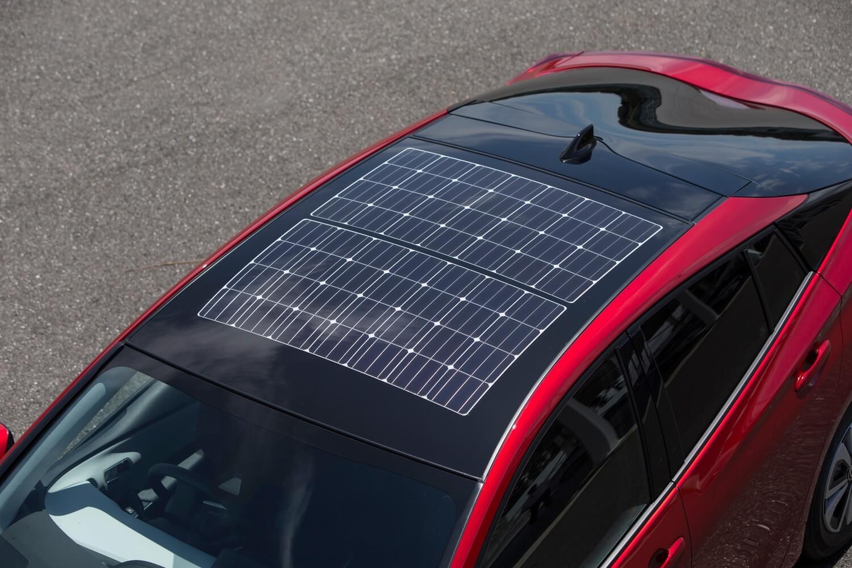 Солнечная панель на крыше Toyota Prius Prime