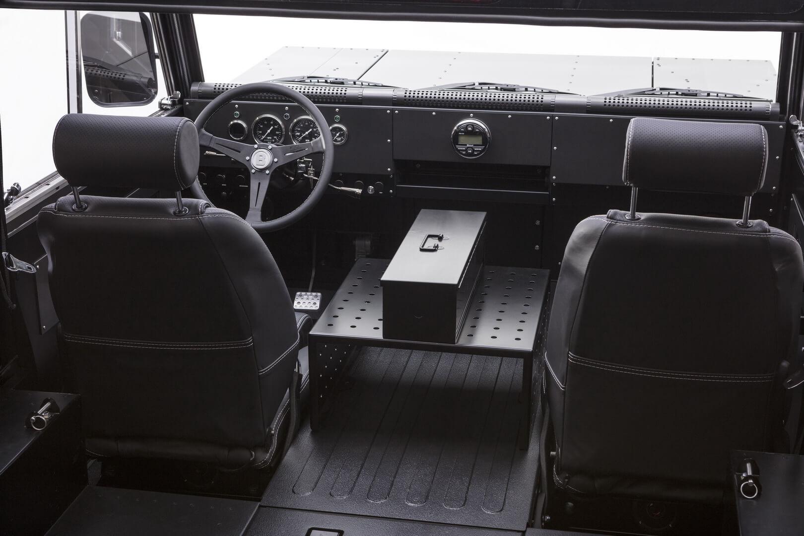 Салон грузовика Bollinger B1