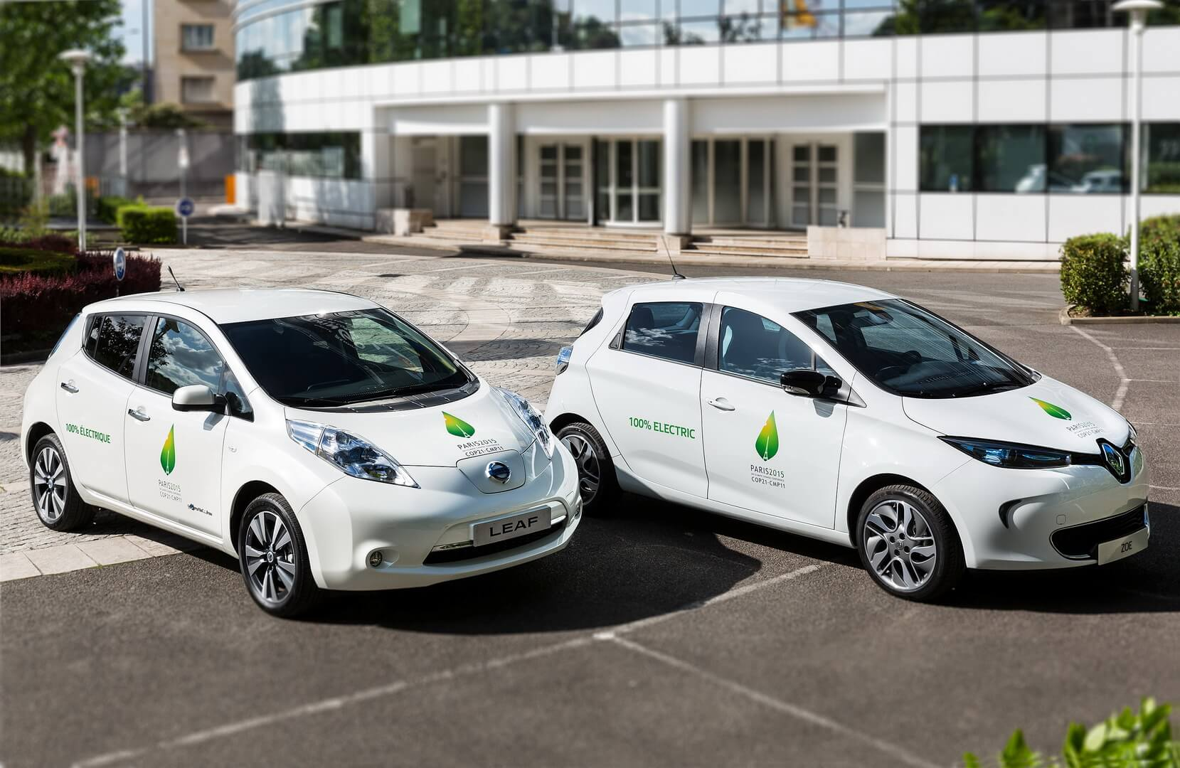 Электромобили Nissan Leaf и Renault Zoe