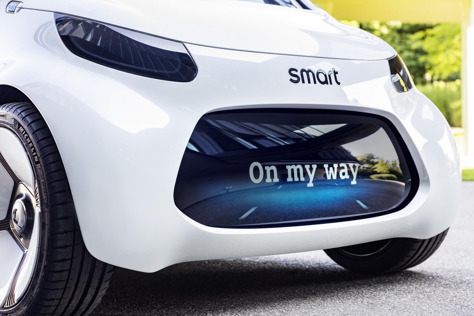 Светодиодные дисплеи вместо фар в Smart Vision EQ fortwo