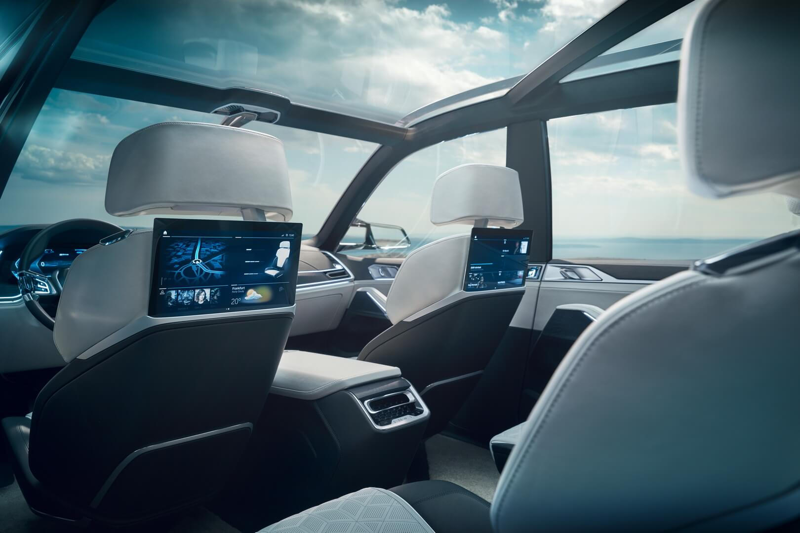 Индивидуальный развлекательный центр салона BMW Concept X7iPerformance