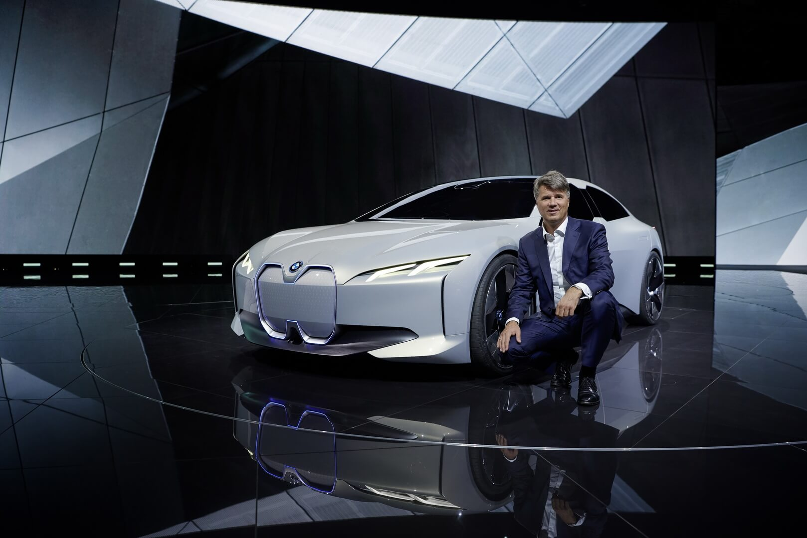 Будущий электромобиль BMW iNext