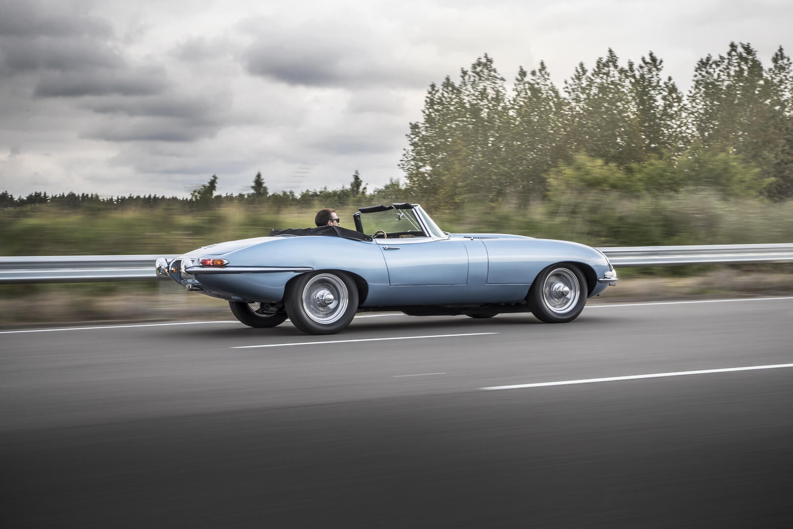 Электрический Jaguar E-type Zero