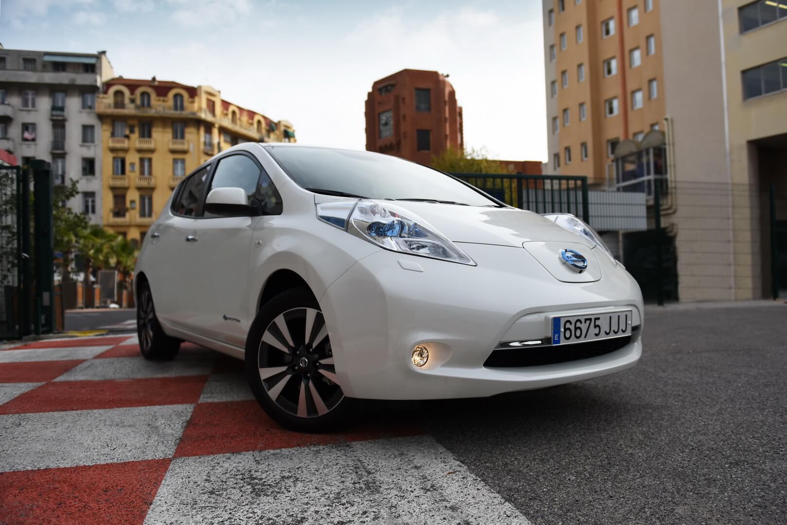 Электромобиль Nissan Leaf — № 7 по продажам за август в мире