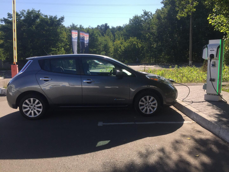 Nissan Leaf 2013 — лидер по продажам в Украине