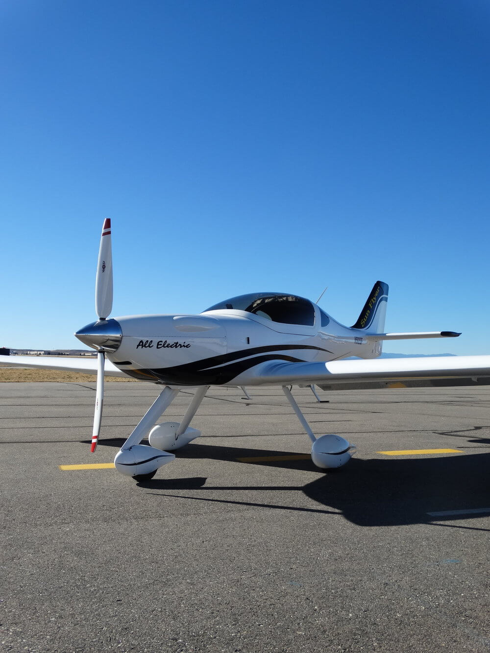Электросамолёт Sun Flyer для практических тренировок будущих пилотов