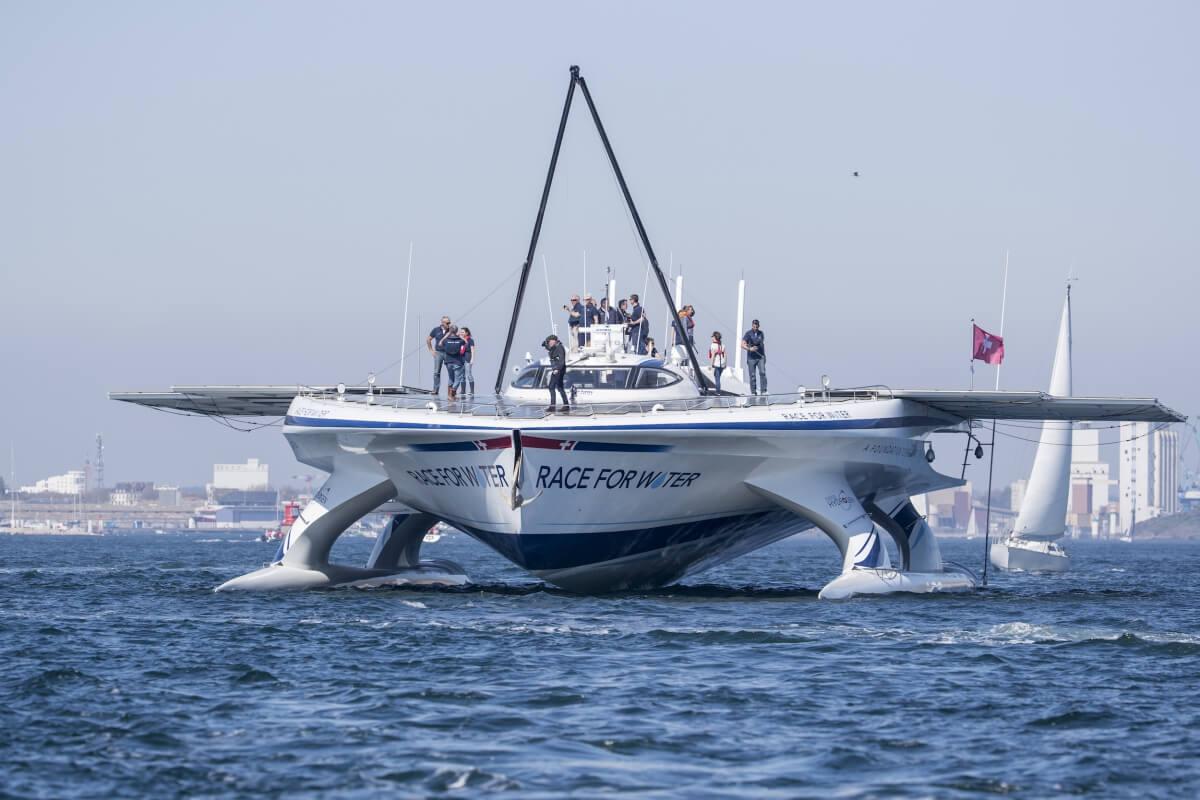 Корабль на солнечных батареях Race for Water