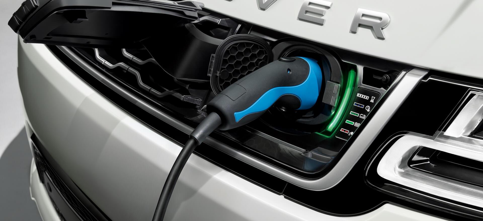 Слот для зарядного устройства вRange Rover Sport plug-in hybrid P400e
