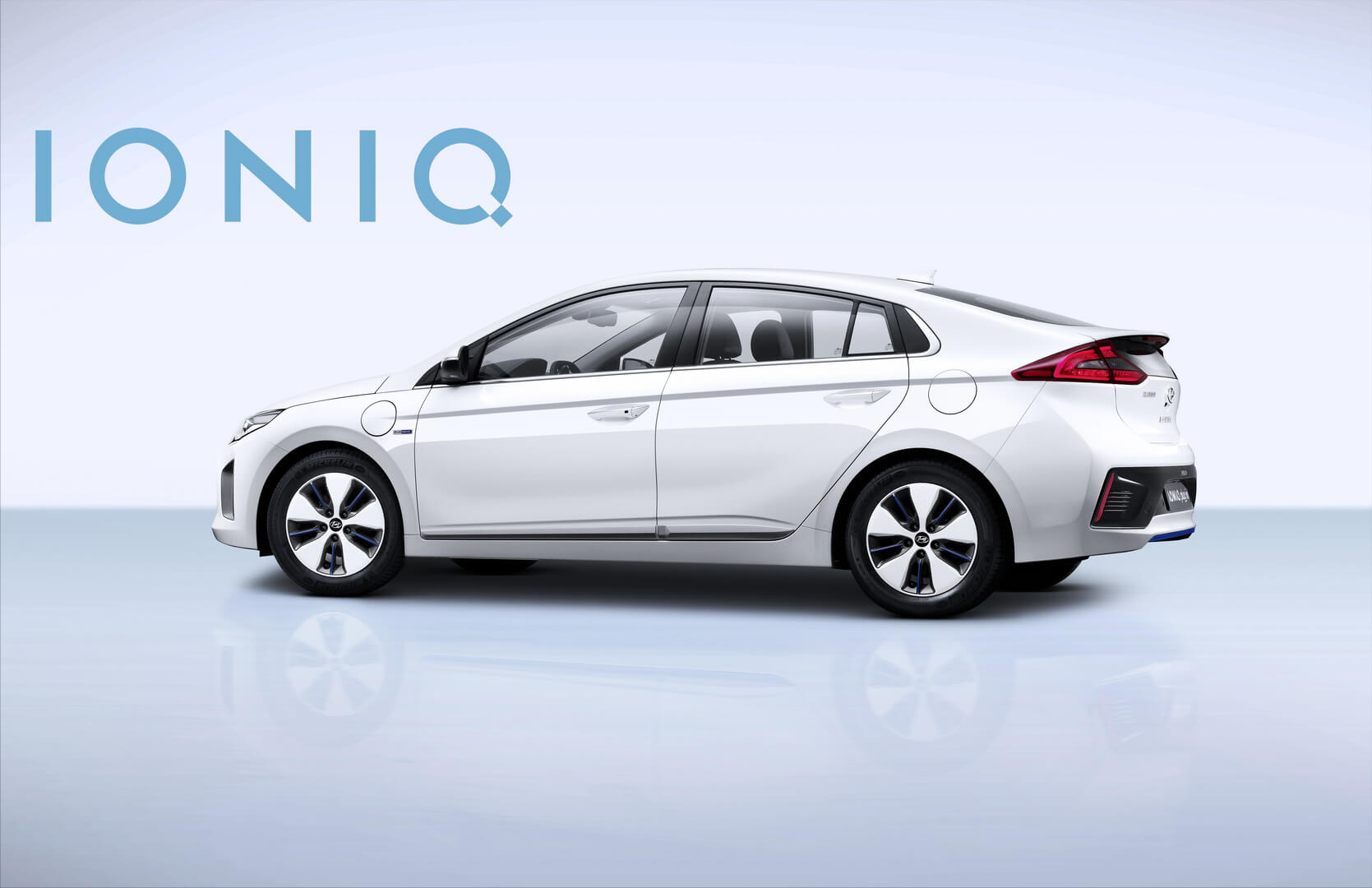 hyundai ioniq plug in hybrid hyundai ioniq hevcars. Black Bedroom Furniture Sets. Home Design Ideas