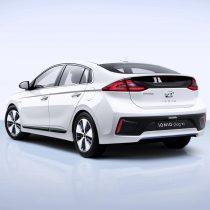 Фотография экоавто Hyundai Ioniq Plug-in Hybrid - фото 5