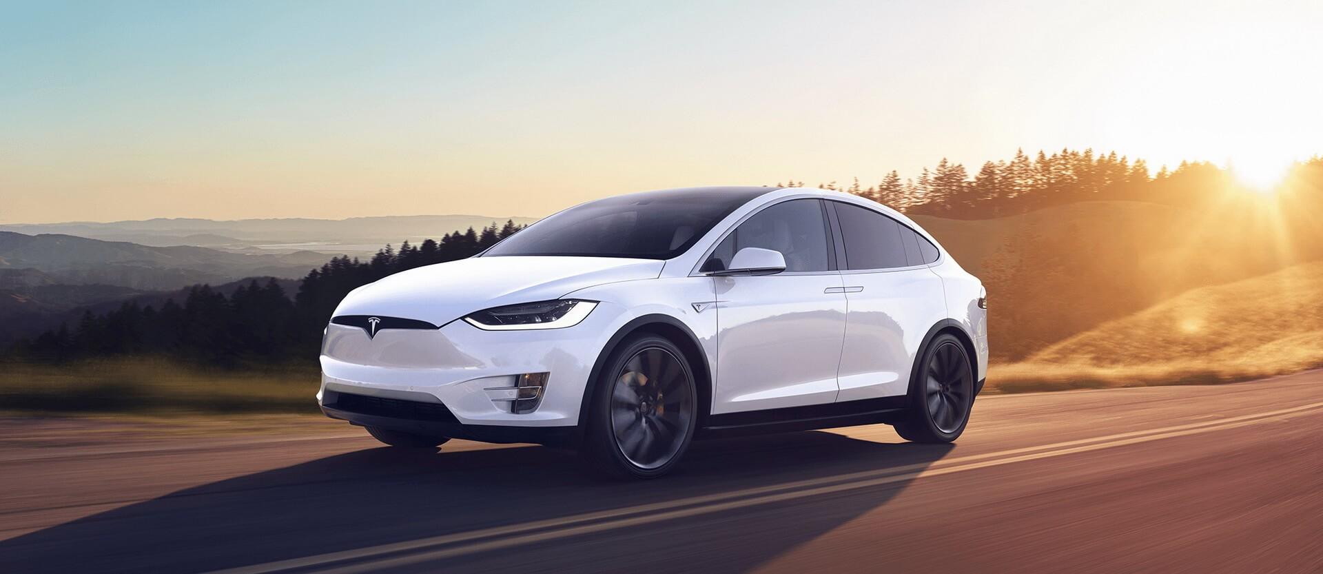 Электрический внедорожник Tesla Model X