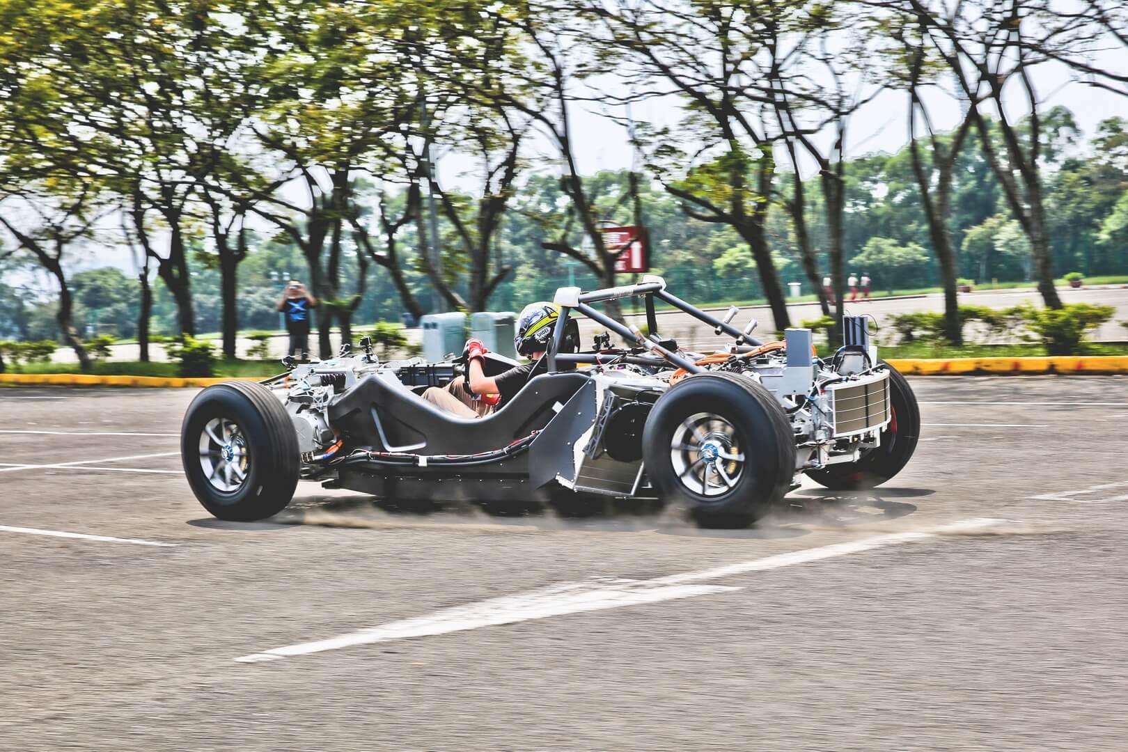 Спортивный электромобиль Miss R