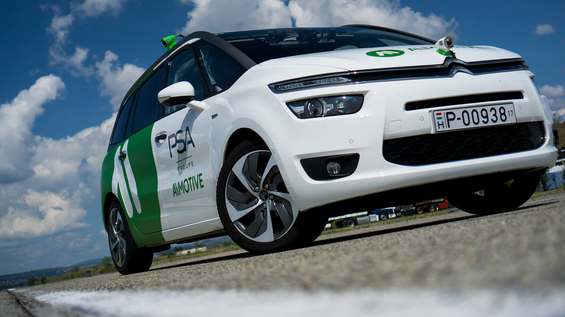 Автомобиль для испытаний, оснащенных камерами иавтономными технологиями компании AImotive