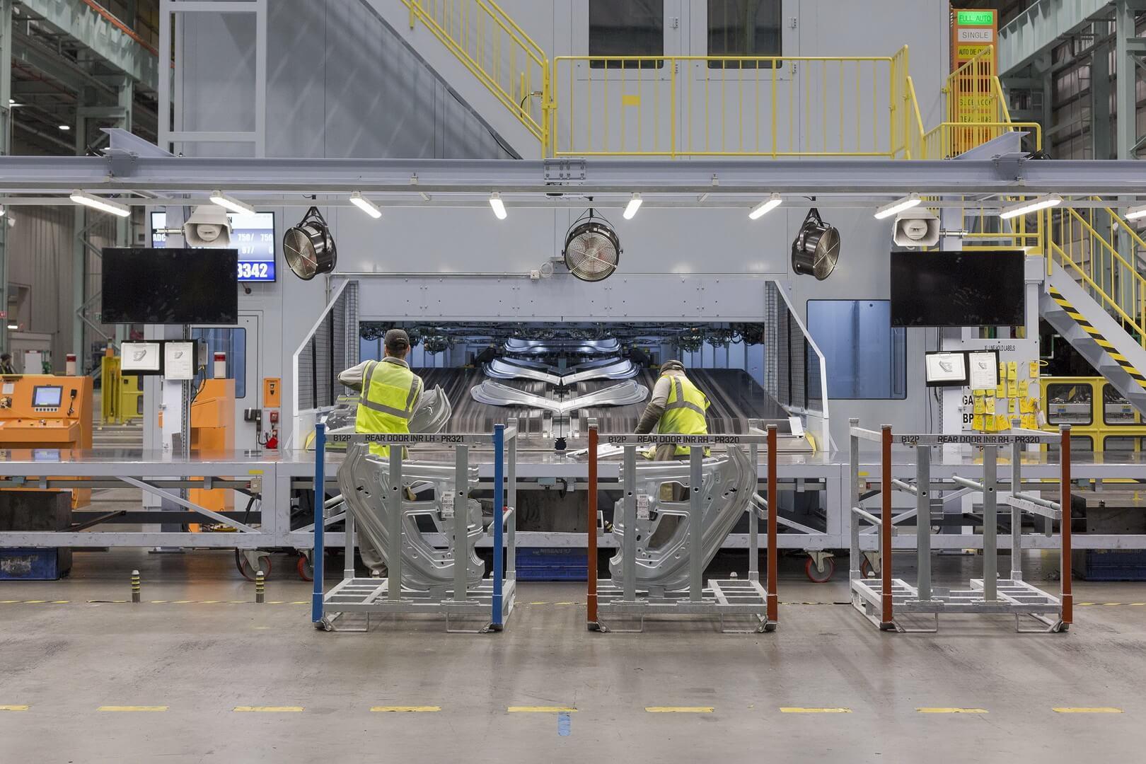 Производство электромобиля Nissan Leaf 2018