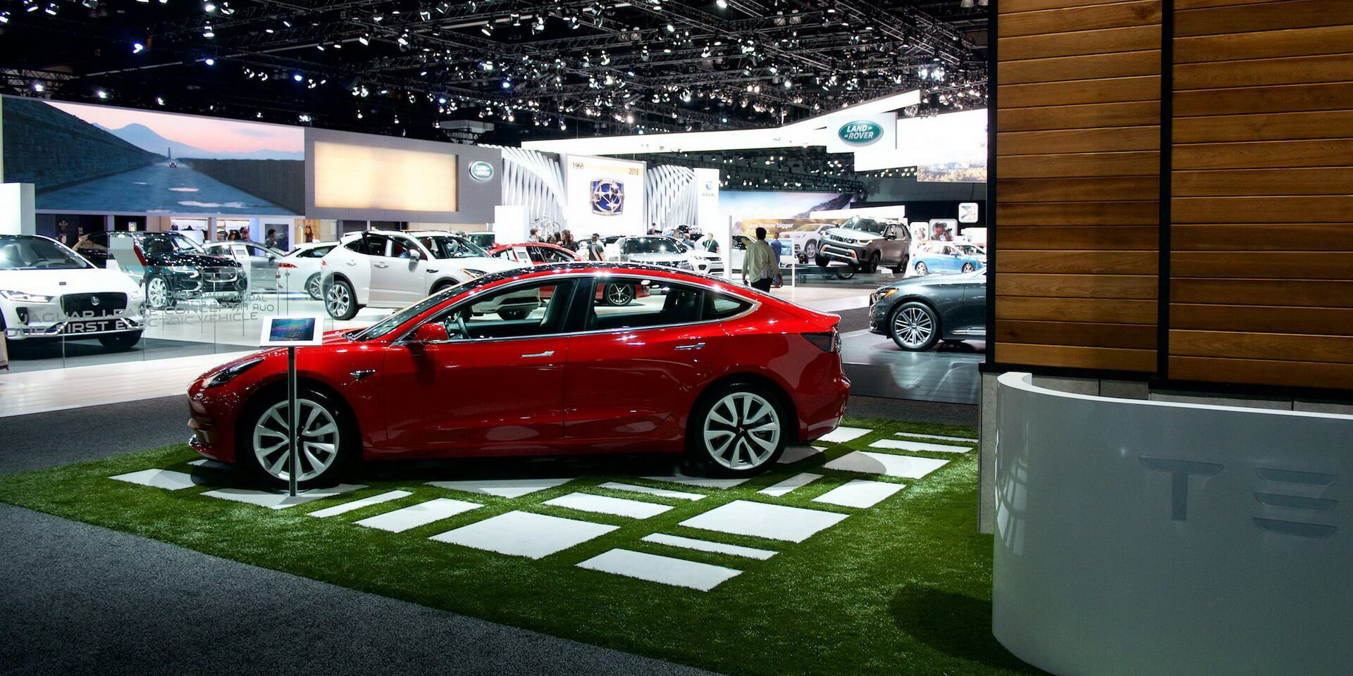 Электромобиль Tesla Model3 на LAAuto Show 2017