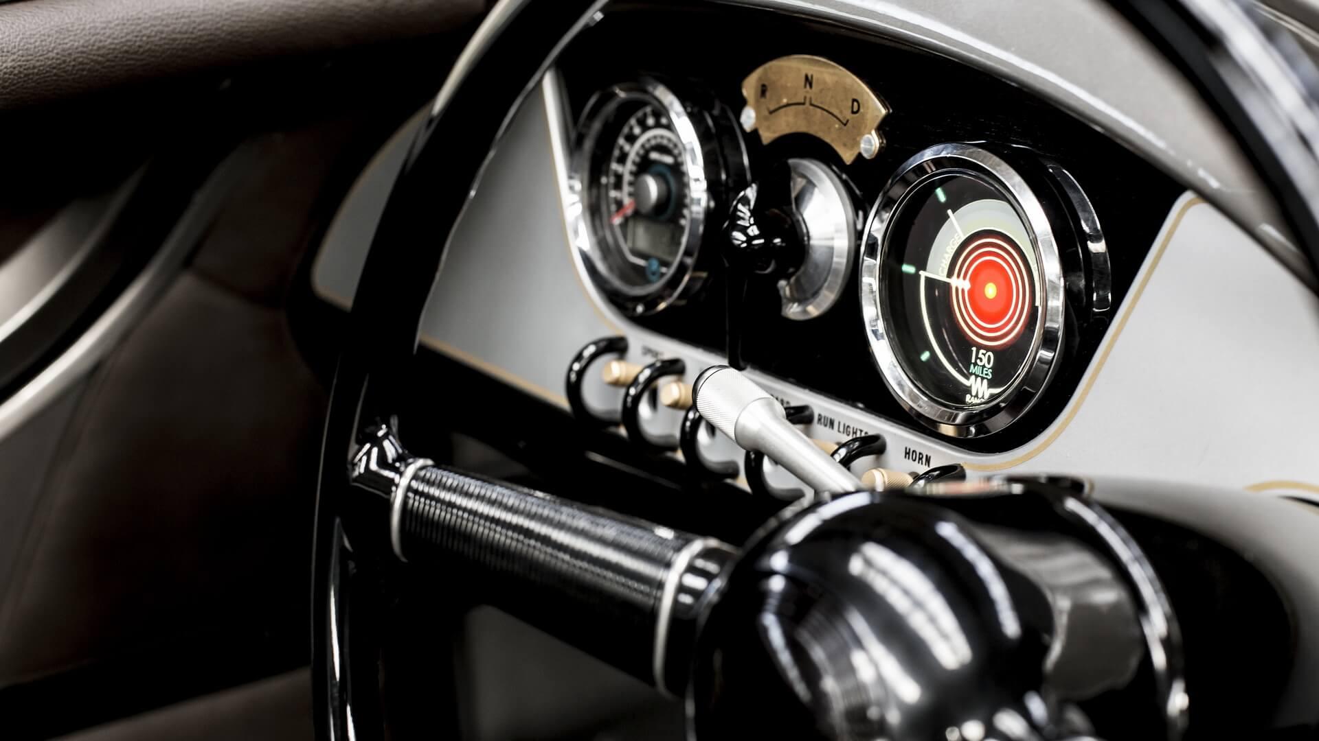 Панель приборов электромобиля Morgan EV3
