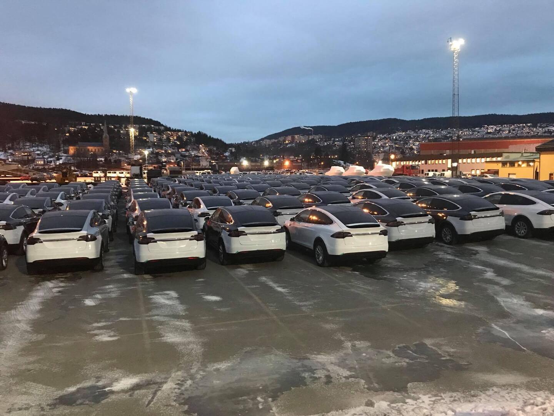 Партия электромобилей Tesla в норвежском порту