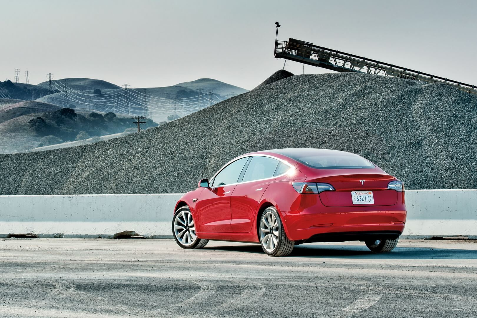 Tesla Model 3: вид сзади