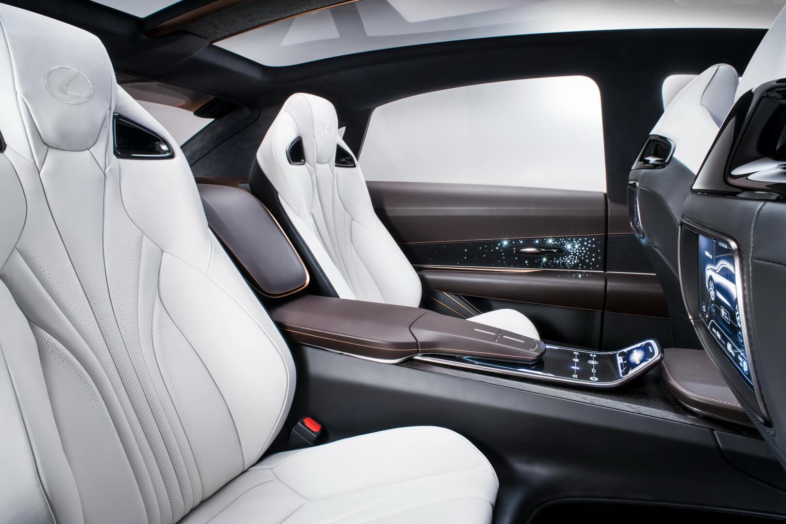 Задний ряд сидений Lexus LF-1Limitless