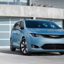 Фотография экоавто Chrysler Pacifica Hybrid - фото 13