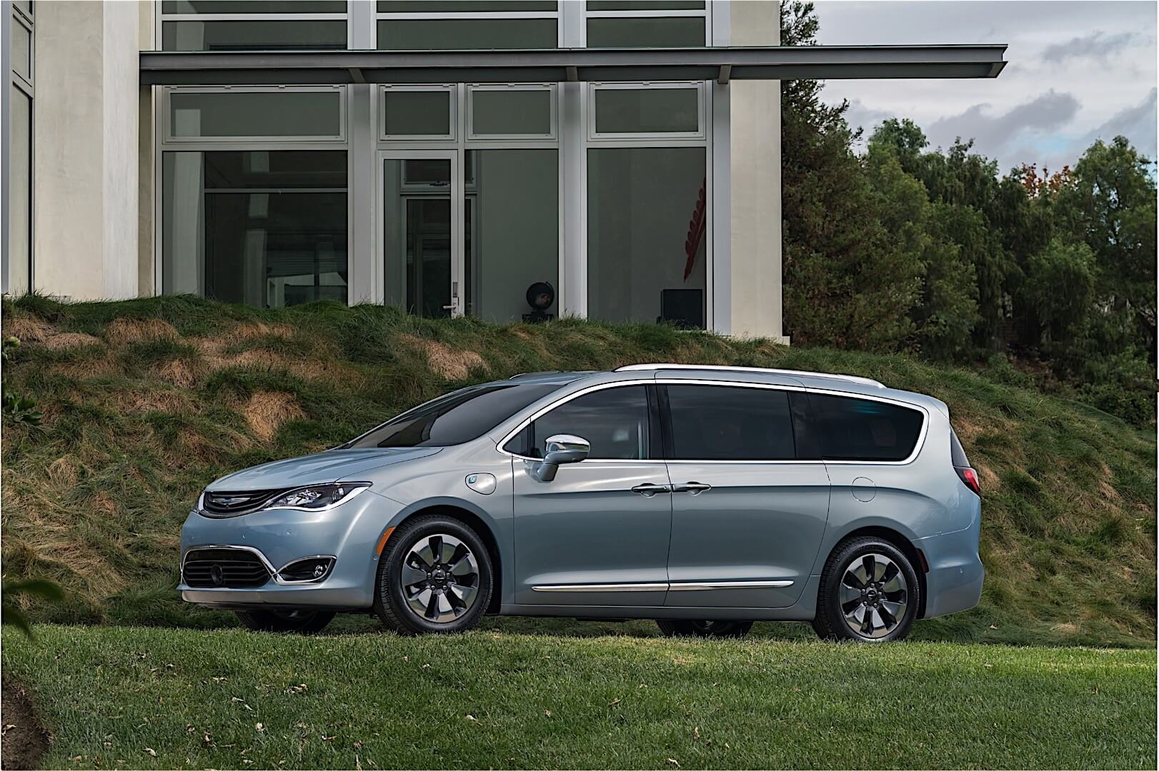 Фотография экоавто Chrysler Pacifica Hybrid - фото 11