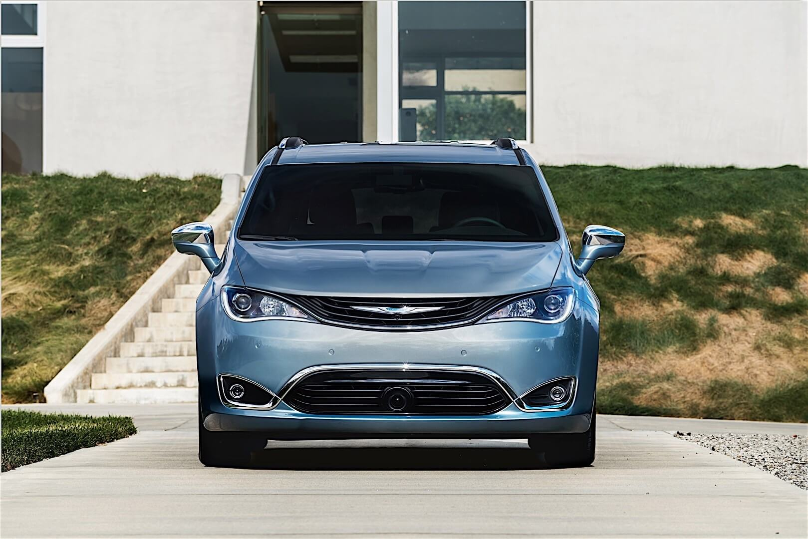 Фотография экоавто Chrysler Pacifica Hybrid - фото 2
