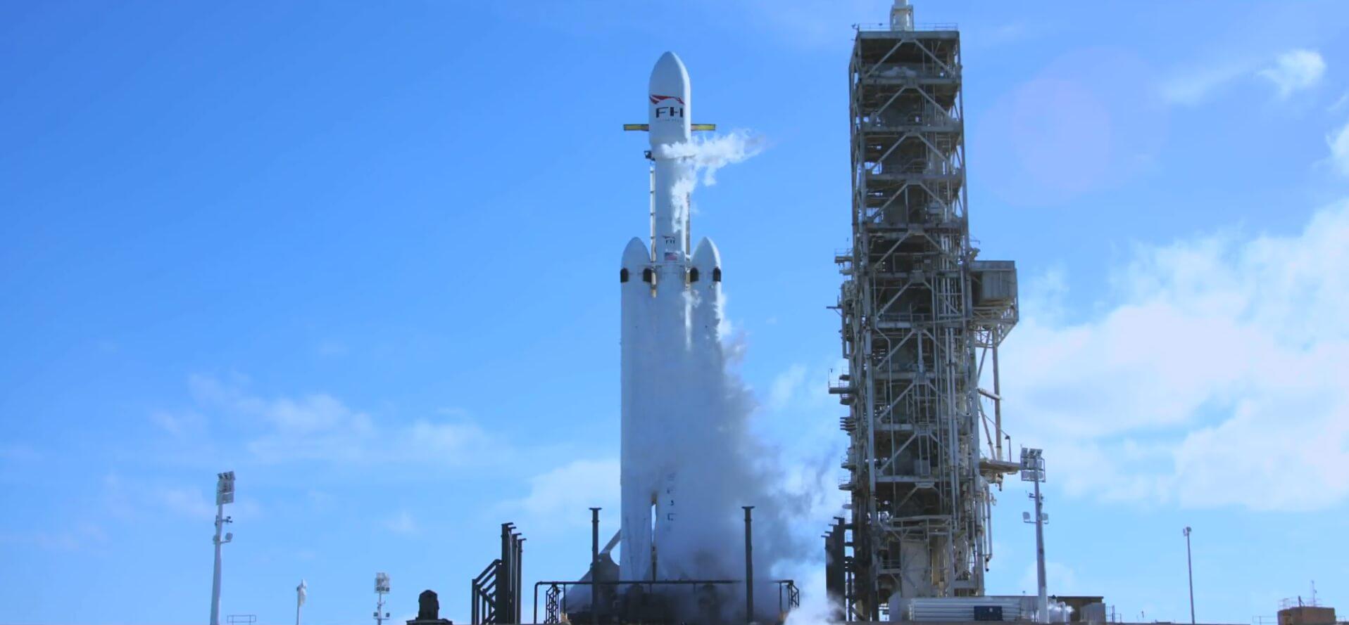 Запуск Falcon Heavy с Tesla Roadster в космос