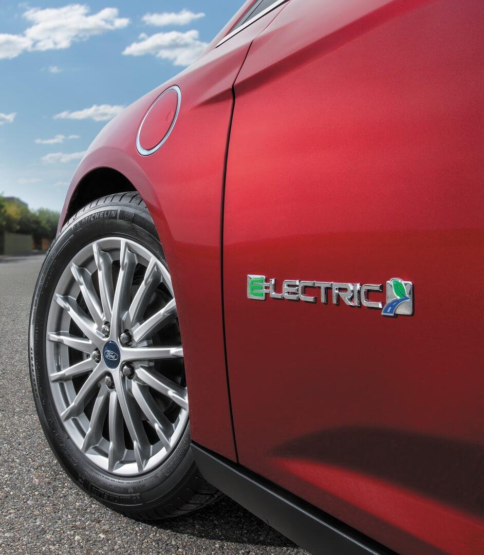 Зарядный порт и шильдик Ford Focus Electric 2017