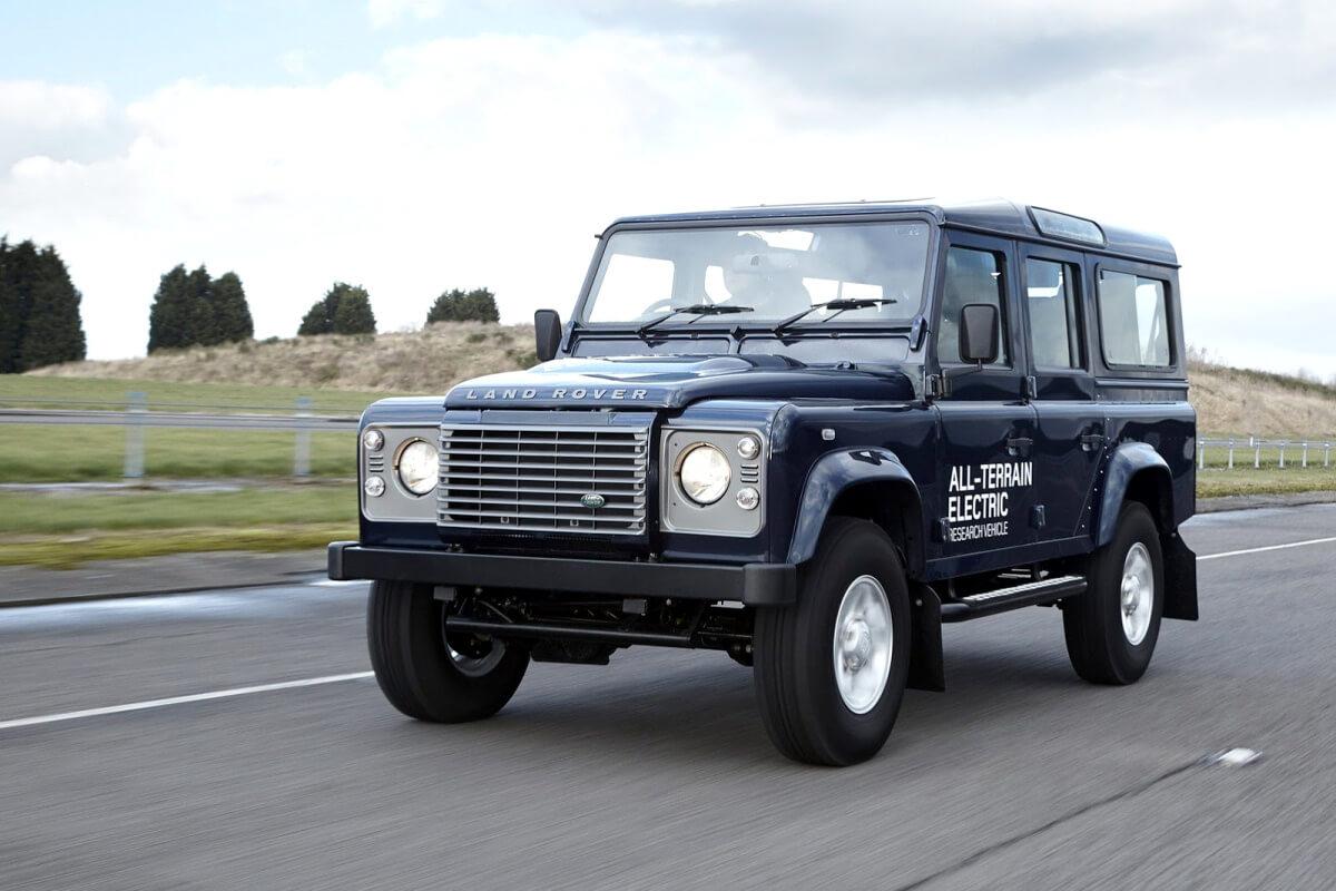 Land Rover Defender EVпоказанный наЖеневском автосалоне в 2013году