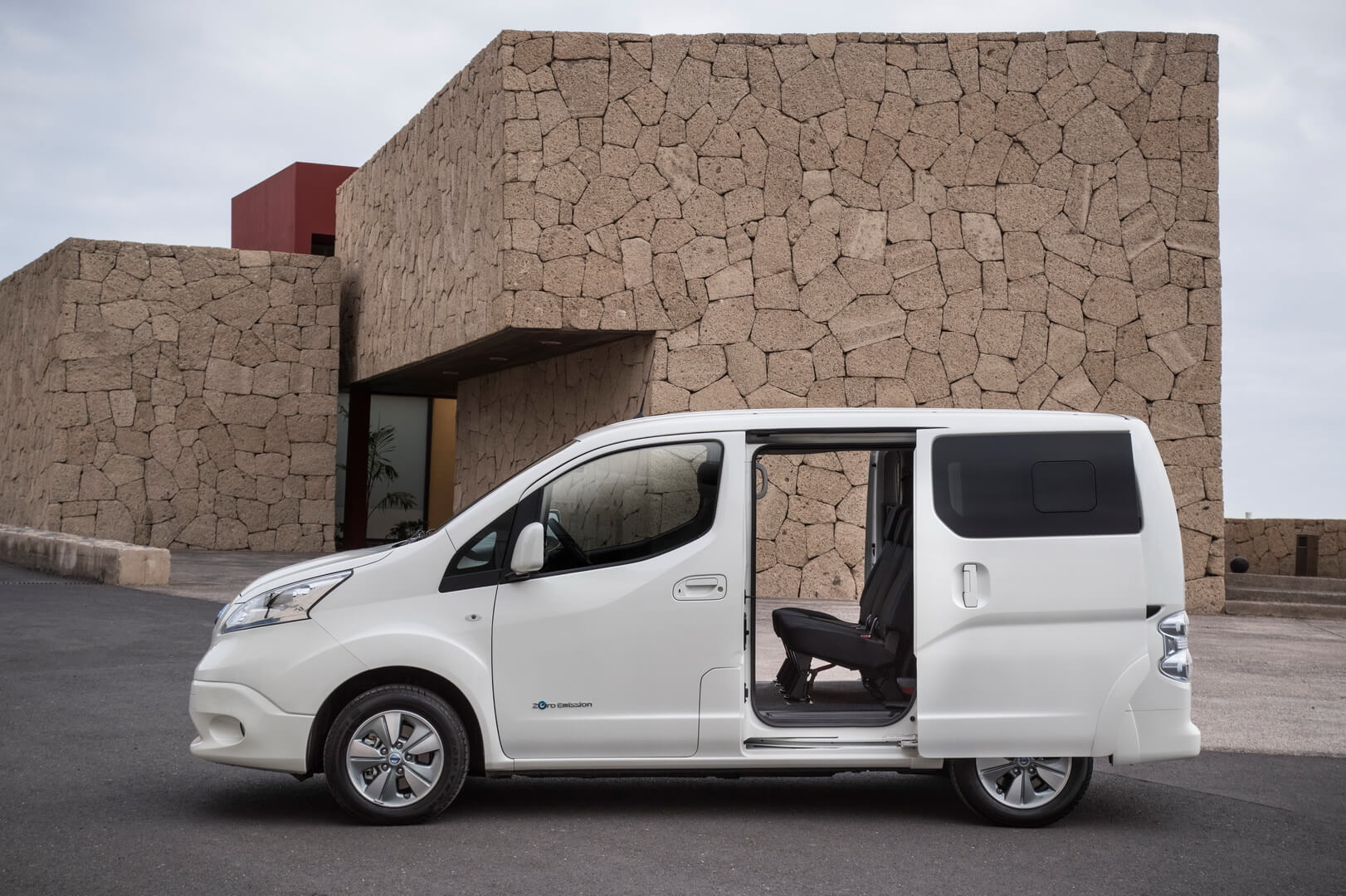 Электрический фургон Nissan e-NV200