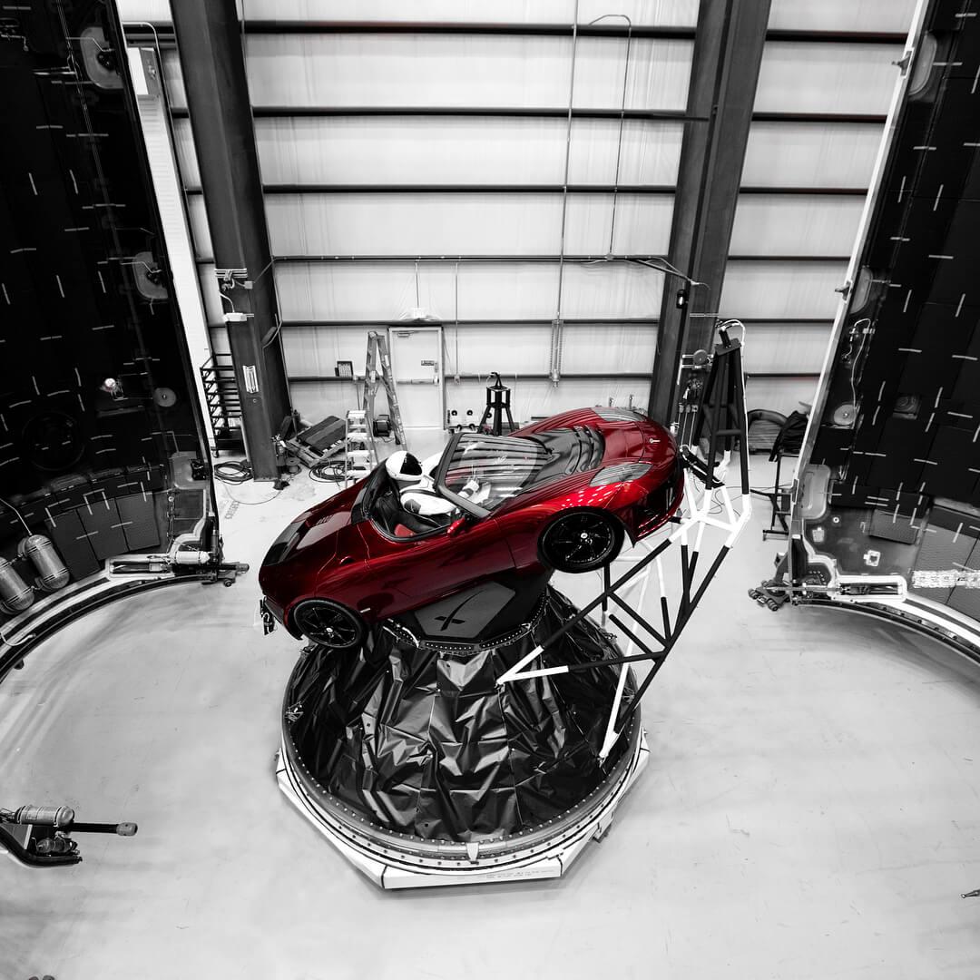 Tesla Roadster внутри ракеты Falcon Heavy