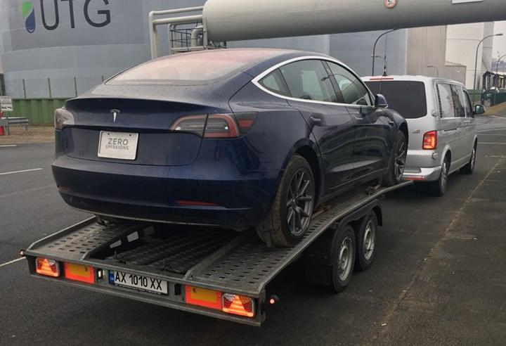 Транспортировка Tesla Model 3 в Киев