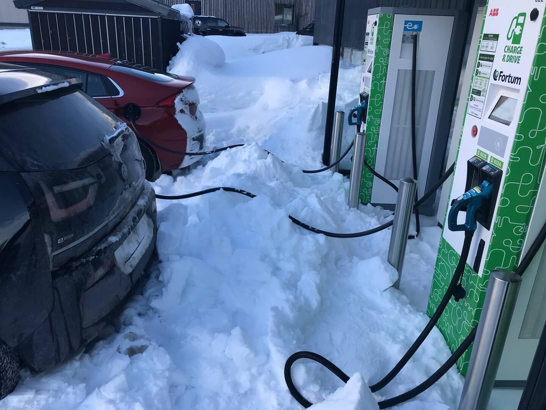 Зарядка Hyundai Ioniq Electric и BMW i3