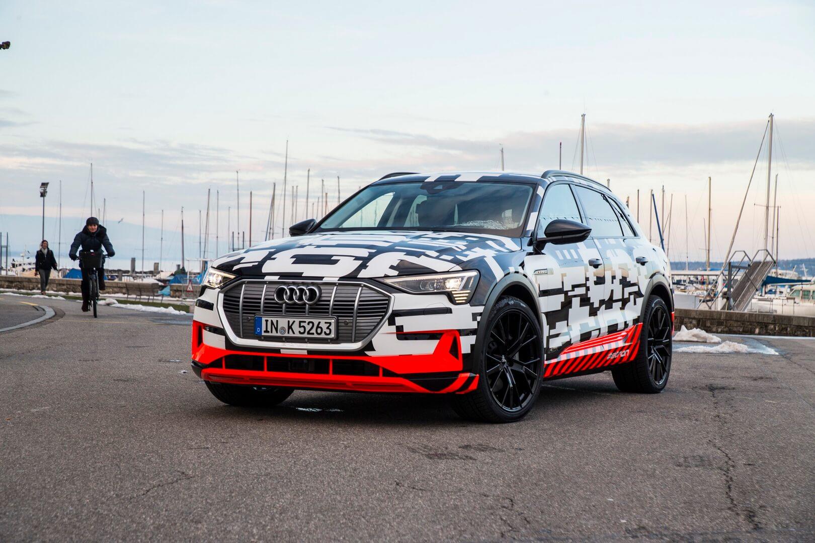 Электромобиль Audi e-tron в «боевой» раскраске